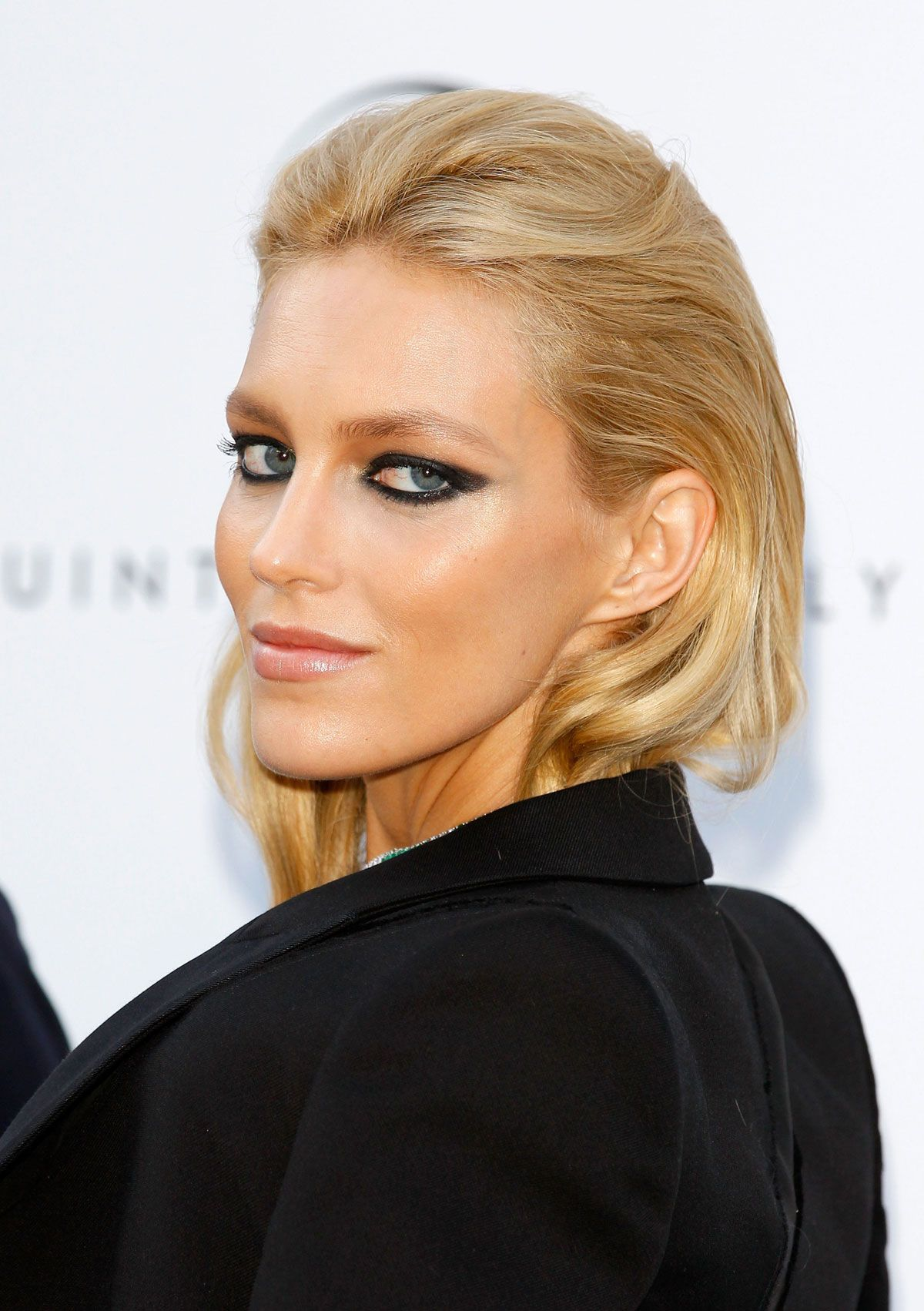 images Exclusive: Anja Rubik's Entire Beauty Routine, Right Here