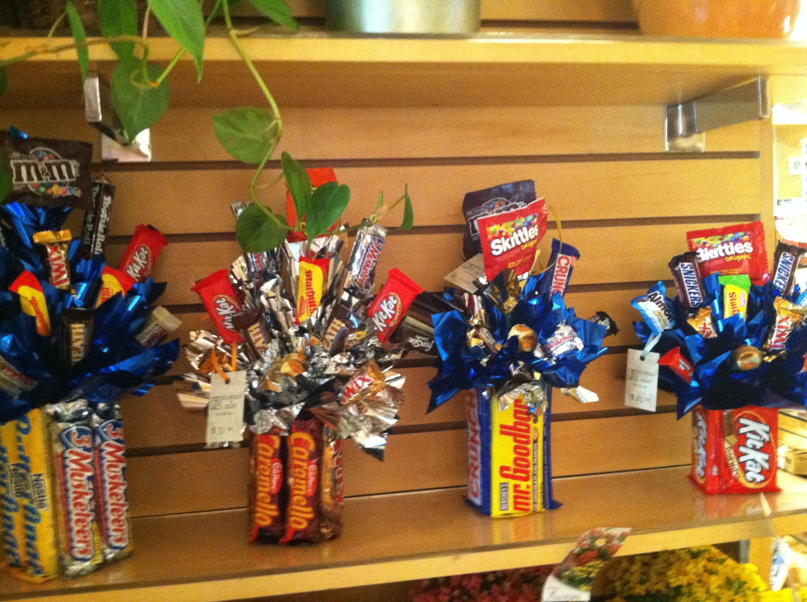 The 25+ best Candy gift baskets ideas on Pinterest   Candy ...