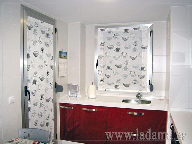Visillos para cocina en color rojo, blanco y negro. // kitchen ...