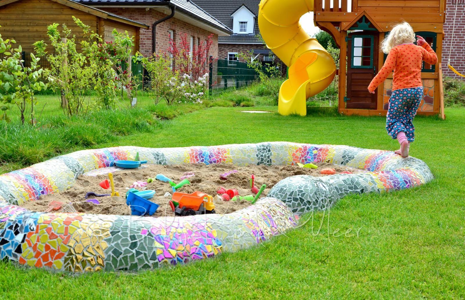 Eine Mosaik Schlange Als Sandkasten Do It Yourself Hausbau Garten Inspirationen Baby Kind Und Meer Kleiner Garten Sandkasten Mosaik