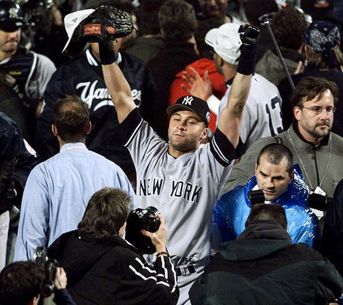 Oct 26 2000 Then Homers Again In Game 5 As The Bombers Clinch Their Third Straight Title Jeter Takes Home World Derek Jeter Ny Yankees Yankees Baseball