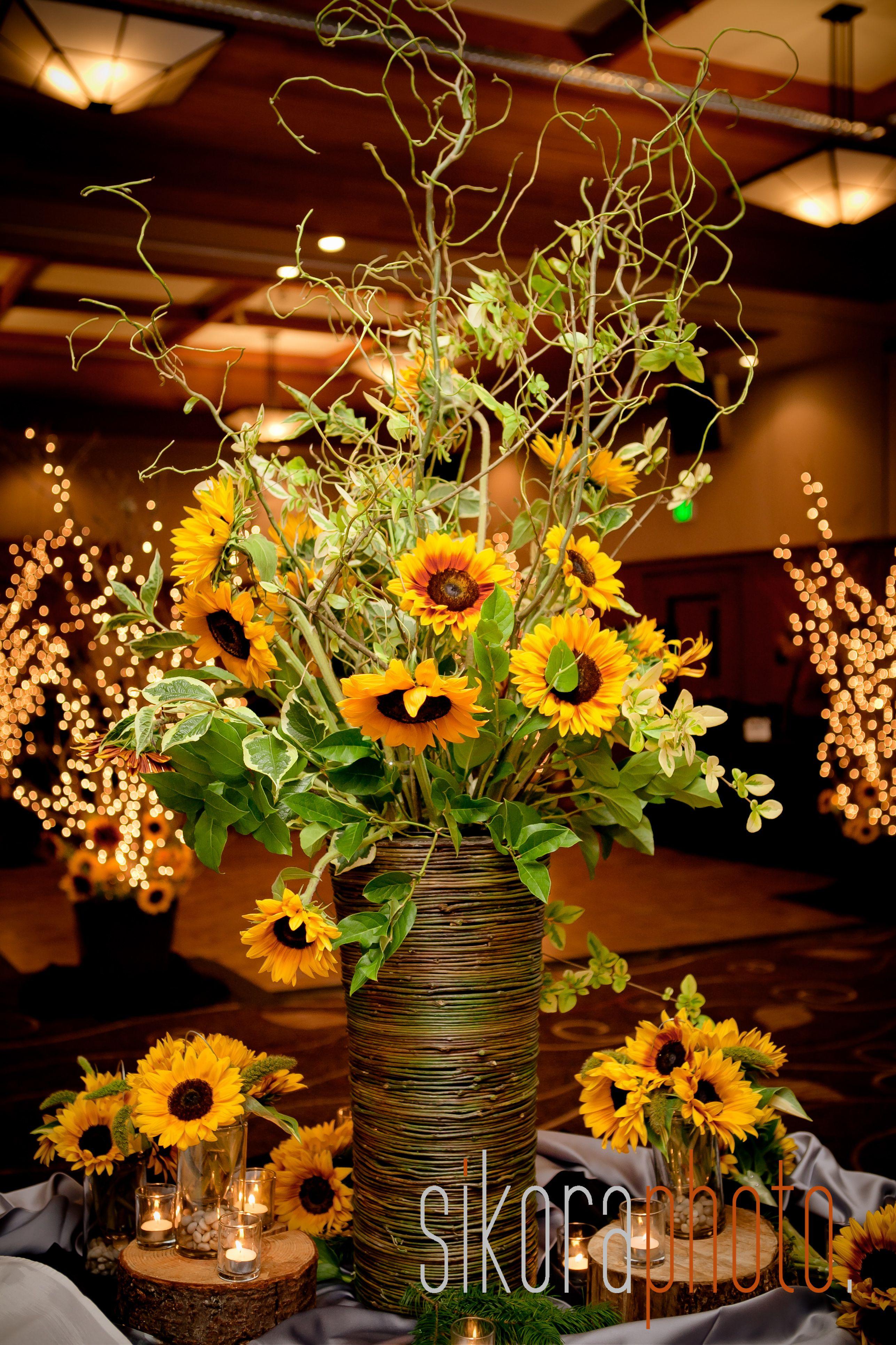 Sunflowers Made Beautiful Floral Arrangements At This Skamania Lodge Wedding Sunflower Wedding Decorations Sunflower Themed Wedding Rustic Sunflower Wedding