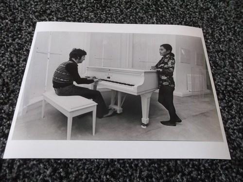 THE BEATLES - JOHN LENNON    10x8 RARE  PHOTO