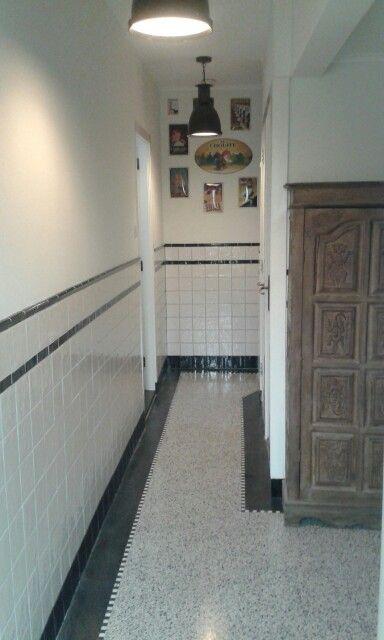 Gang jaren 30 met granieten vloer en friese witjes hal pinterest vloeren met en badkamer - Deco lange idee gang ...