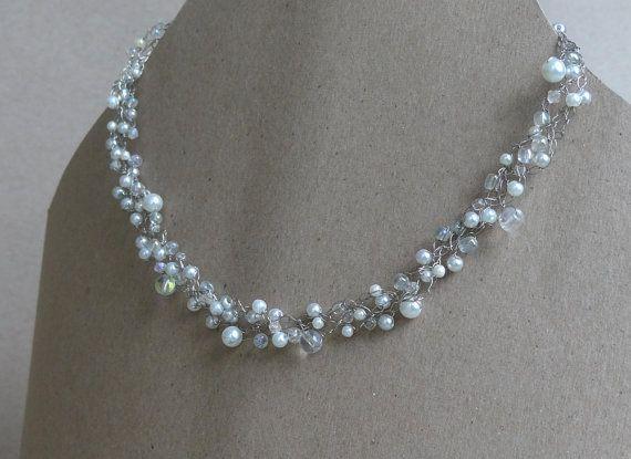 Einzigartige Hochzeits Draht Halsband. Weiß und Spitzen Perlen ...