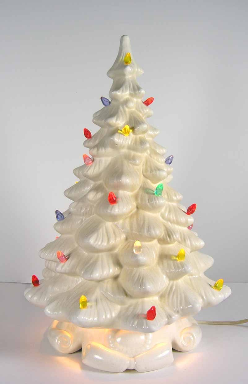 White Ceramic Christmas Tree.Vintage Ceramic Christmas Tree But In Green We Never Had