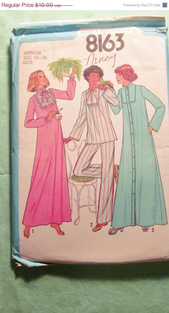 Sale Uncut 1970's Simplicity Sewing Pattern 8163 by EarthToMarrs, $7.50