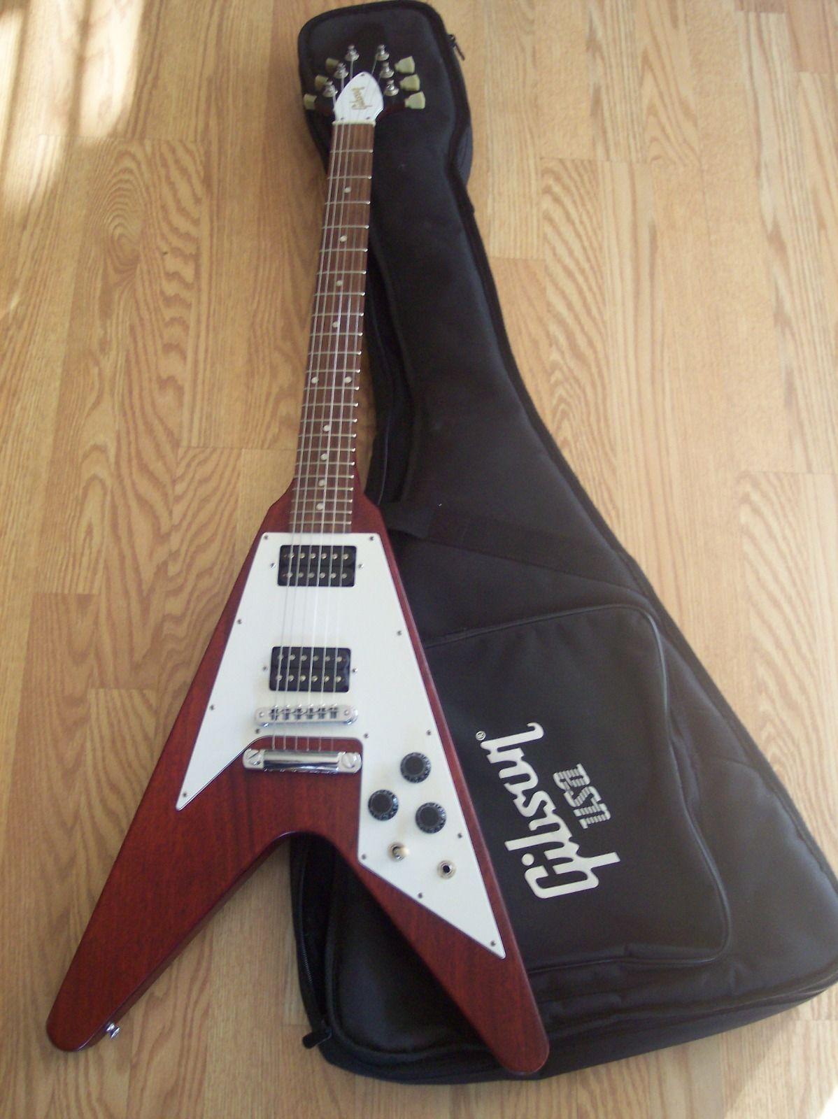 gibson usa 2007 flying v electric guitar w fender strings guitar collectibles pinterest. Black Bedroom Furniture Sets. Home Design Ideas