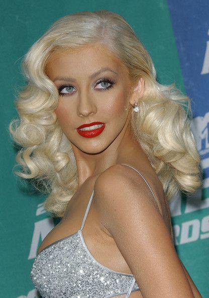 christina aguilera retro hairstyle