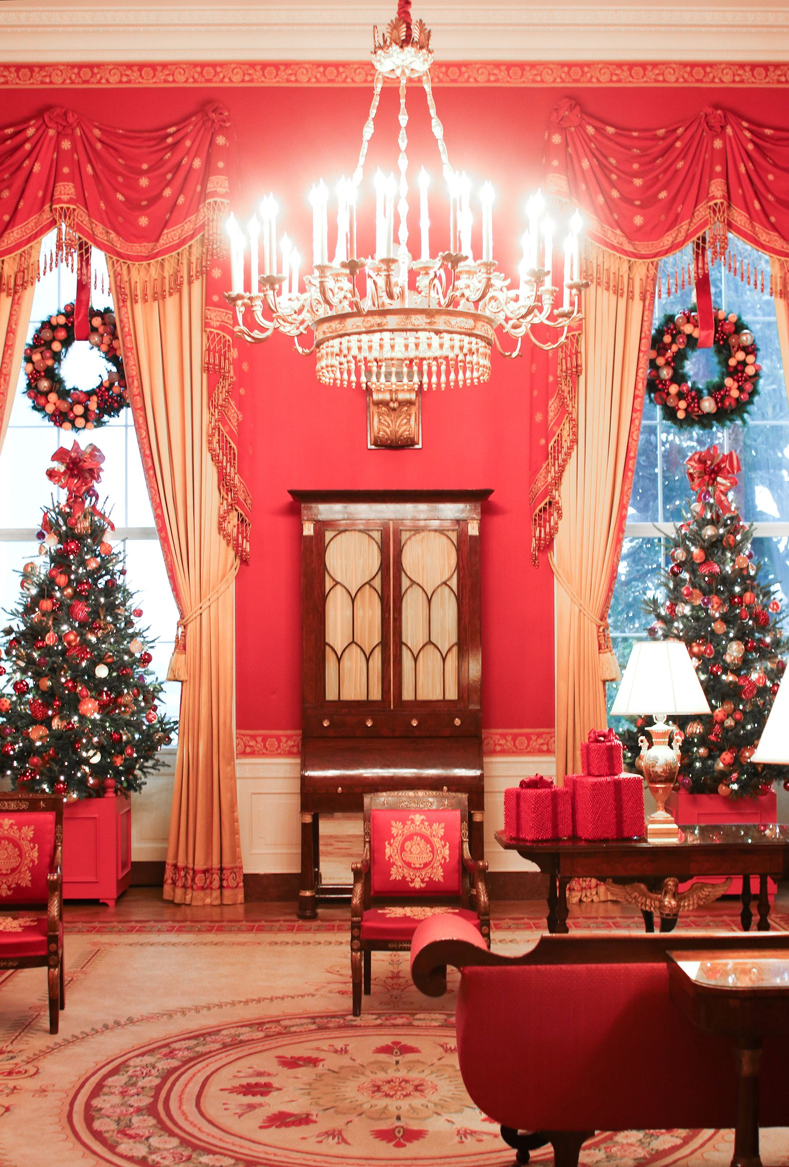 red room white house holiday decorations 2016