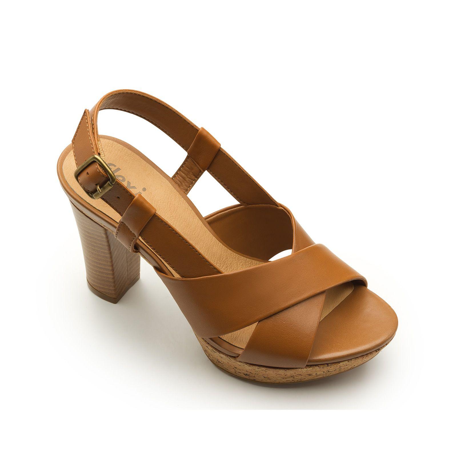 a784e5bf13a Línea de sandalia semivestir  con diseño de suela integrado por un tacón  (9.8 cm