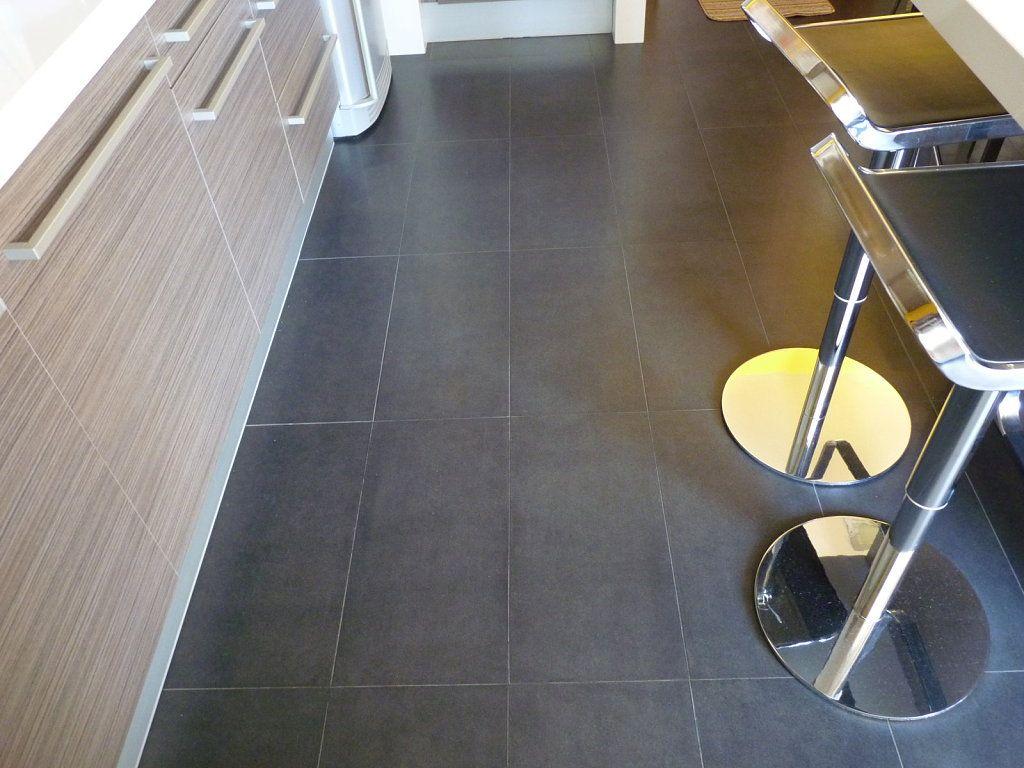 Y suelos oscuros suelos pinterest suelo oscuro for Suelo cocina gris antracita