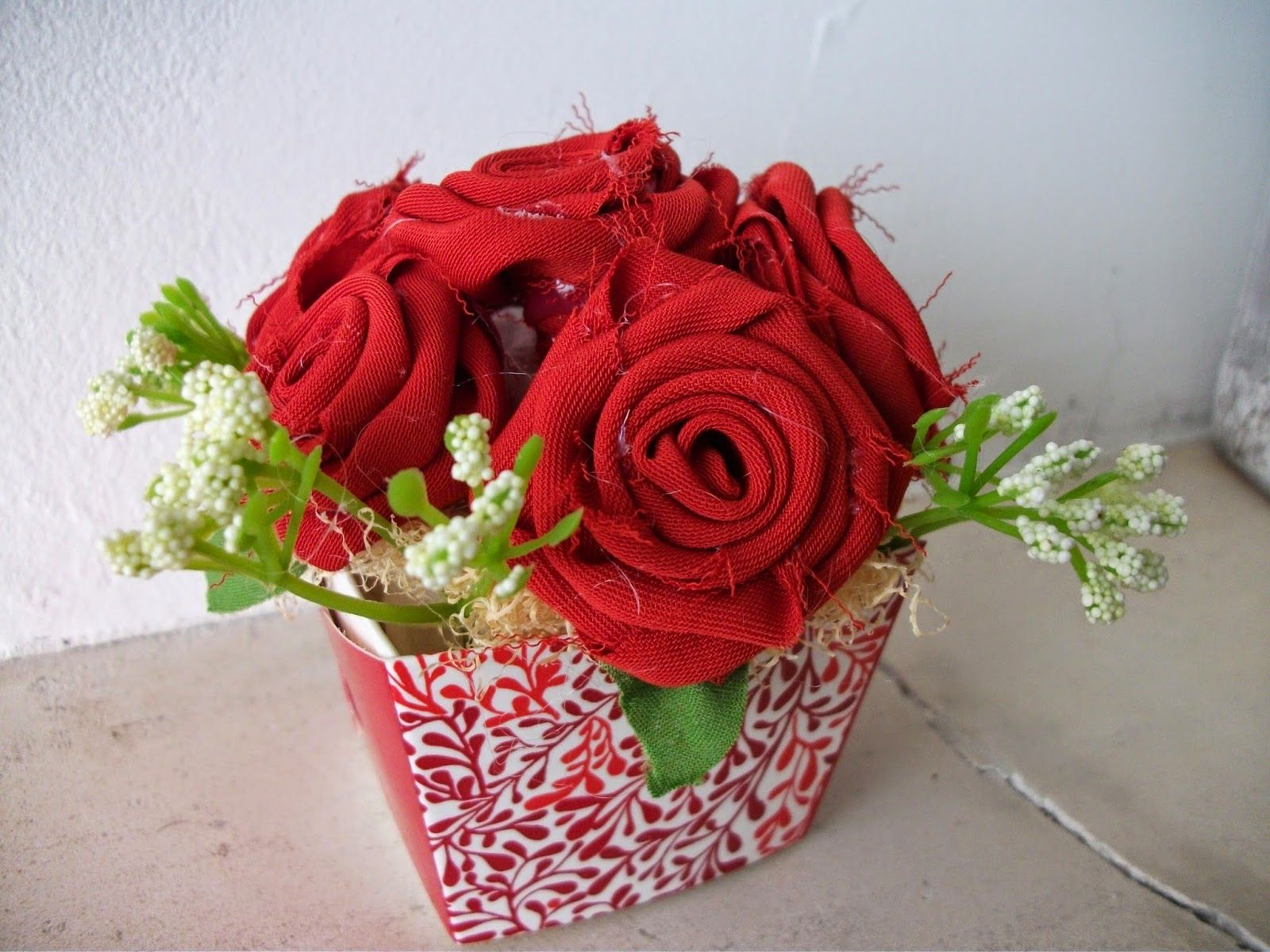 I S: Como fazer rosas, um lindo vasinho de flores em te...