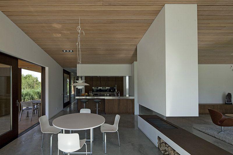 Una moderna villa entre colinas, por 70F architecture