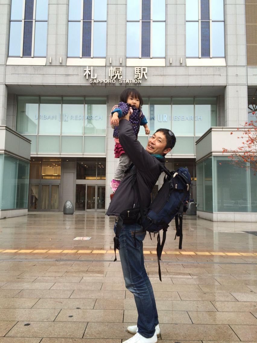 札幌駅で高い高い!