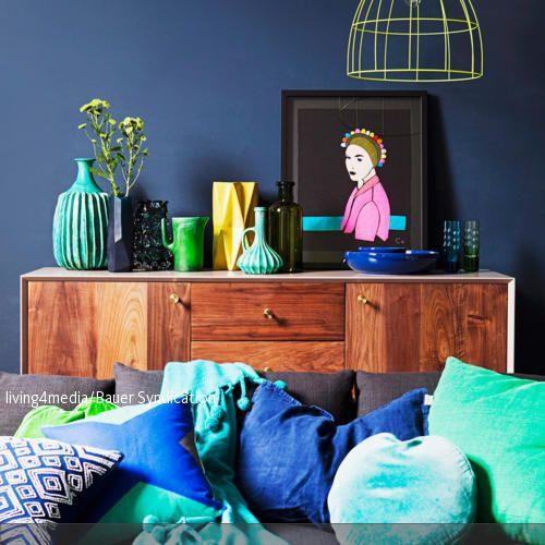 Dunkelblaue Wandfarbe und die dazugehörigen Kissen in Türkis und - dunkelblaue kche