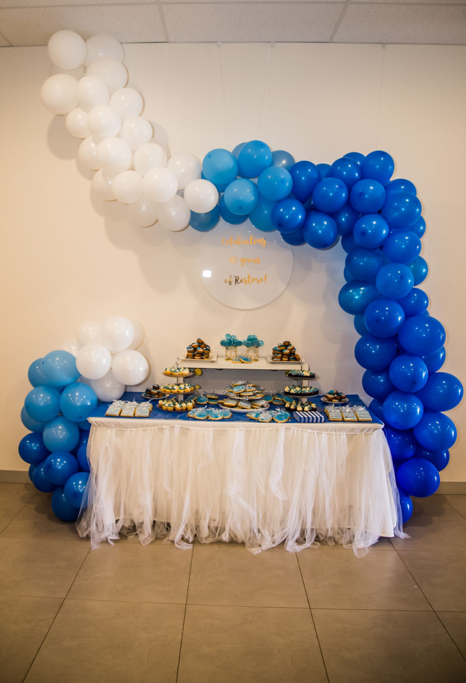 The balloonist ombre blue balloon garland Blue balloons