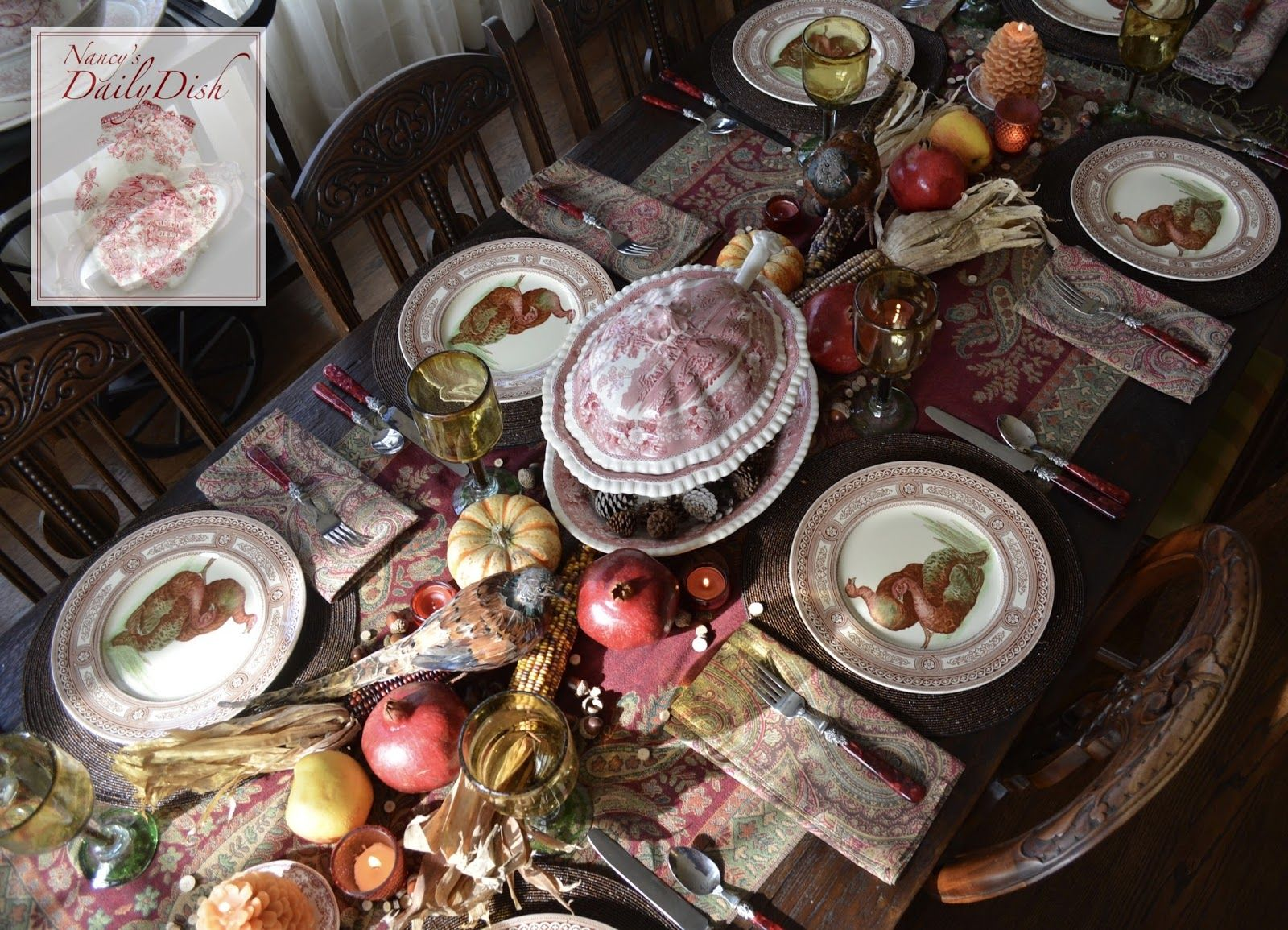 Nancy's Daily Dish is a blog about decorating, interior design, table-scaping, antiques, recipes and collecting...all with an emphasis on vintage English transferware, including lots of interesting facts and histories on the subject.
