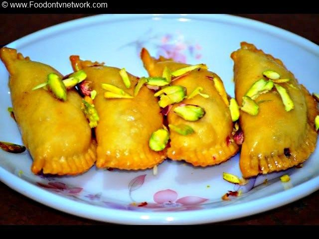 Gujiya recipe north indian sweet recipe indian sweet recipe how gujiya is one of the very delicious north indian sweet or dessert recipe which is very easy to make as well as quick too forumfinder Choice Image