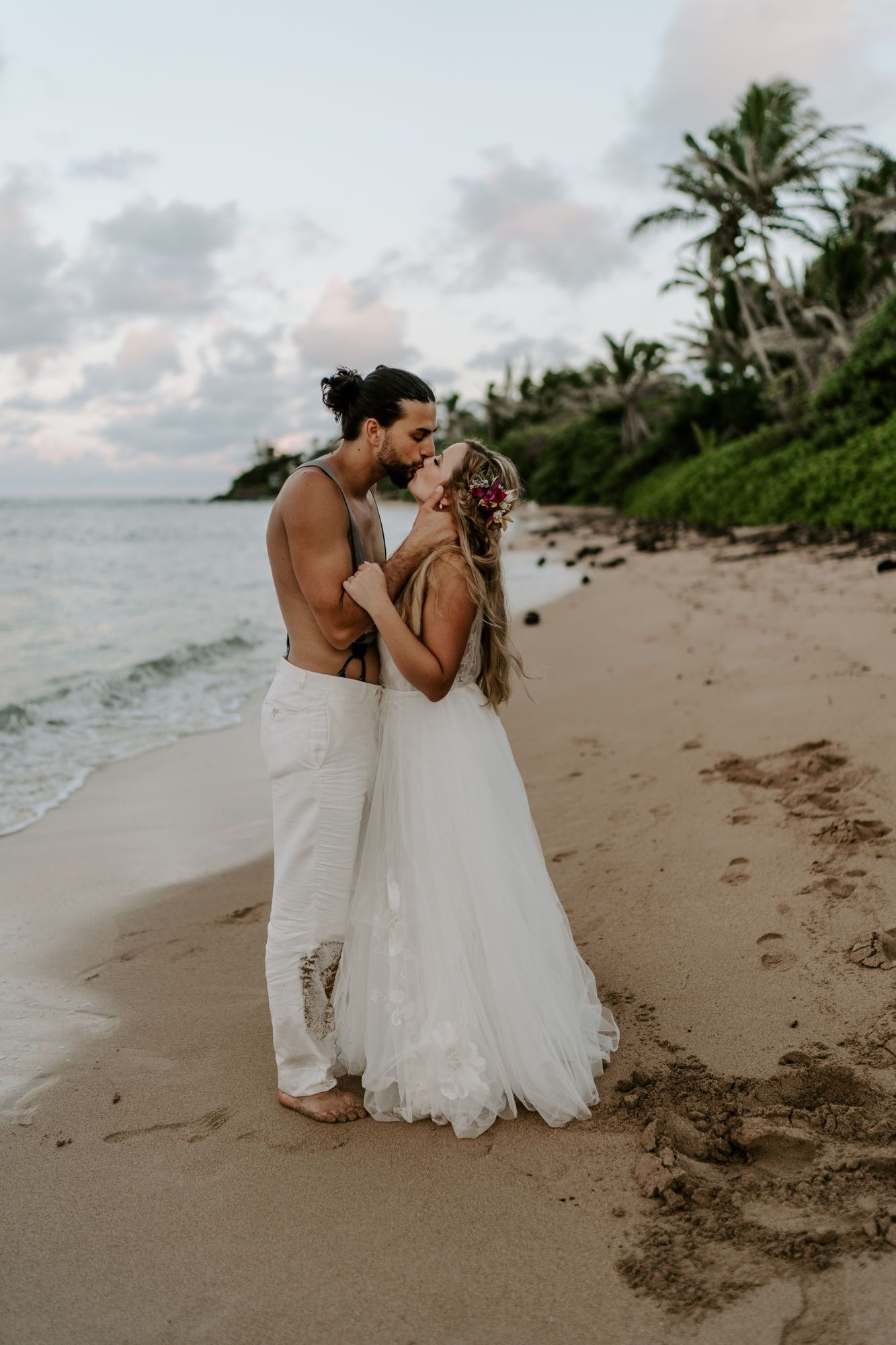 How To Plan Your Trash The Dress Session In Hawaii Aloha Zoe Photography Hawaii Wedding Dress Hawaiian Wedding Dress Elope Wedding [ 2000 x 1333 Pixel ]