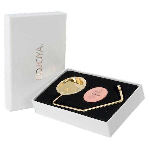 De tassenhaak wordt geleverd in luxe geschenkverpakking en 1 gratis Joya.  www.sojoya.com