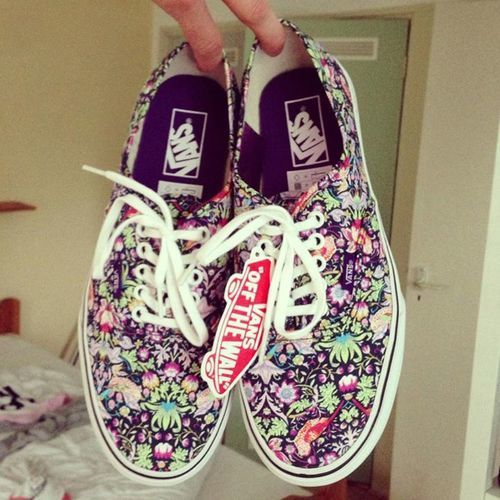 Vans off the wall. Flowers. | cloths | Pinterest | The flowers ...