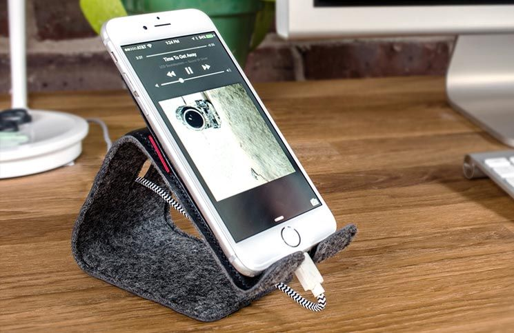 Distil Union's Stanley – The Flexible Leather Stand for #iPhone
