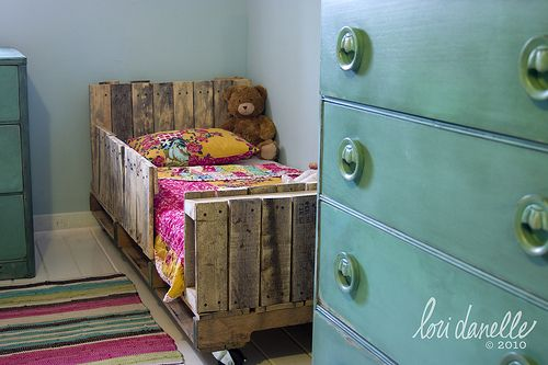 toddler bed made out of pallets