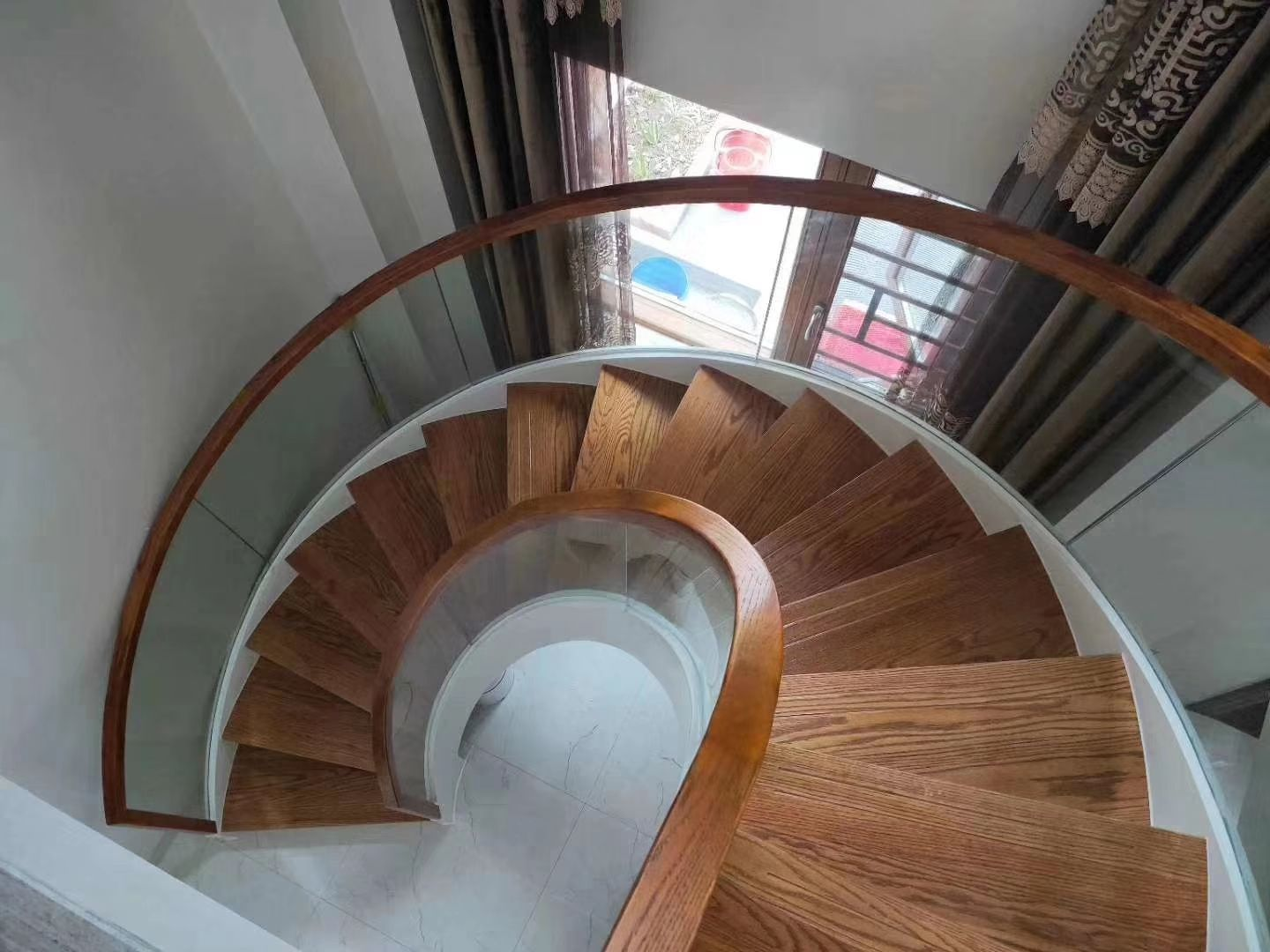 Best Curved Staircase Curved Staircase Glass Railing Oak Handrail 640 x 480