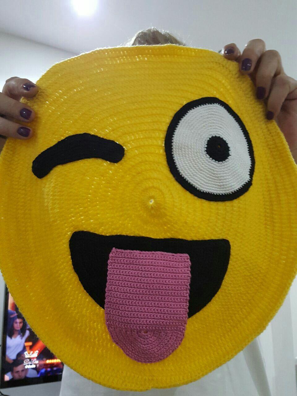 71b04e47d81b4b Emoji crochet | Crochet projects | Almofadas de croche, Tapete de ...