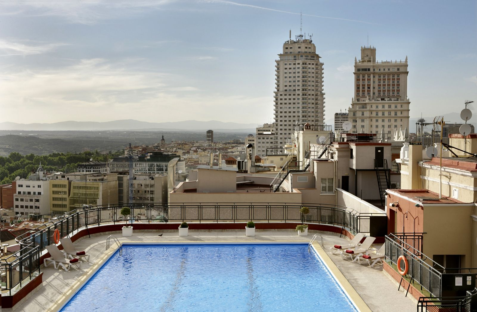 Piscina En Madrid Piscina Del Hotel Emperador De Madrid Favorite Places Spaces