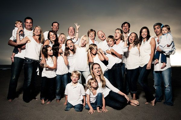 large group family photos - my family would so do this haha  sc 1 st  Pinterest & All white and jeans family pics for grand isle this weekend ... azcodes.com