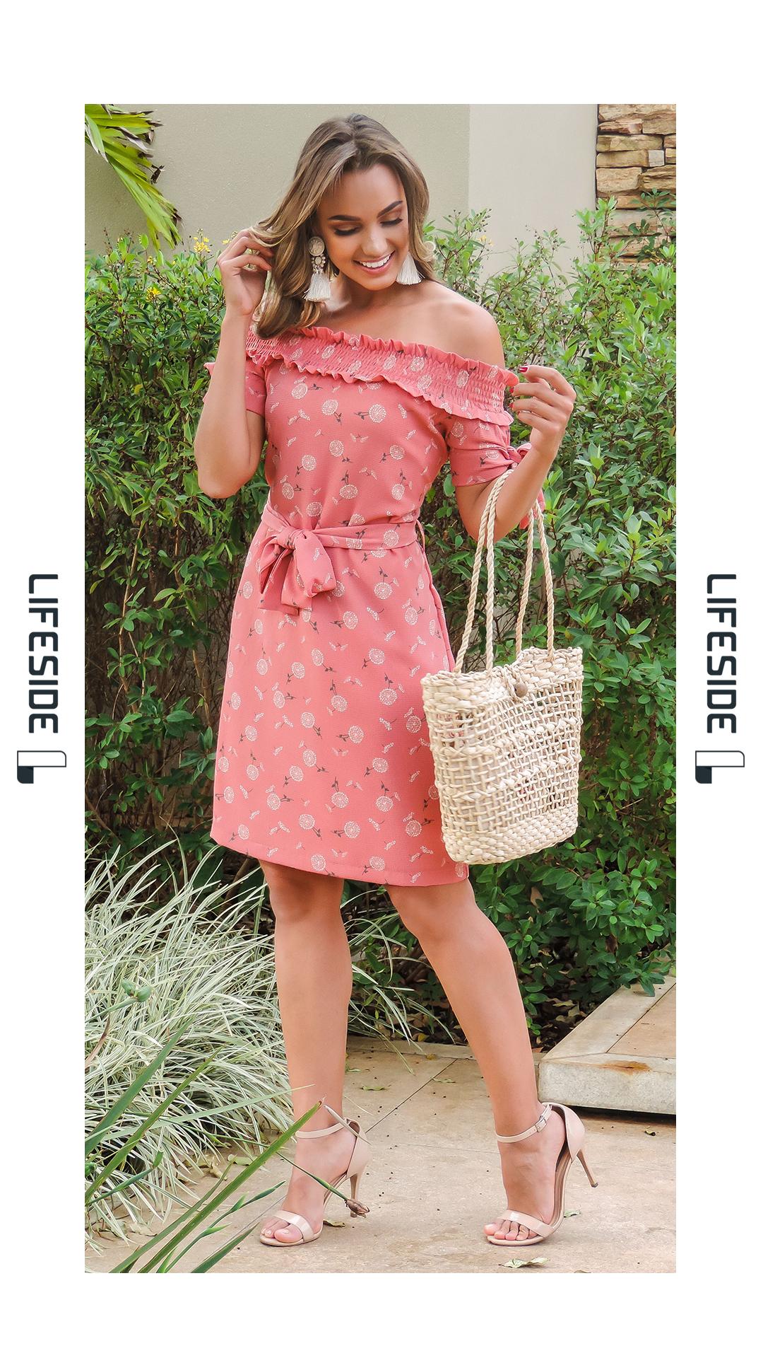 4ae338ec LIFESIDE   Moda Feminina Primavera 2019. Vestido salmão com estampa de  flores. Vestido em crepe bubble. Vestido com faixa na cintura.