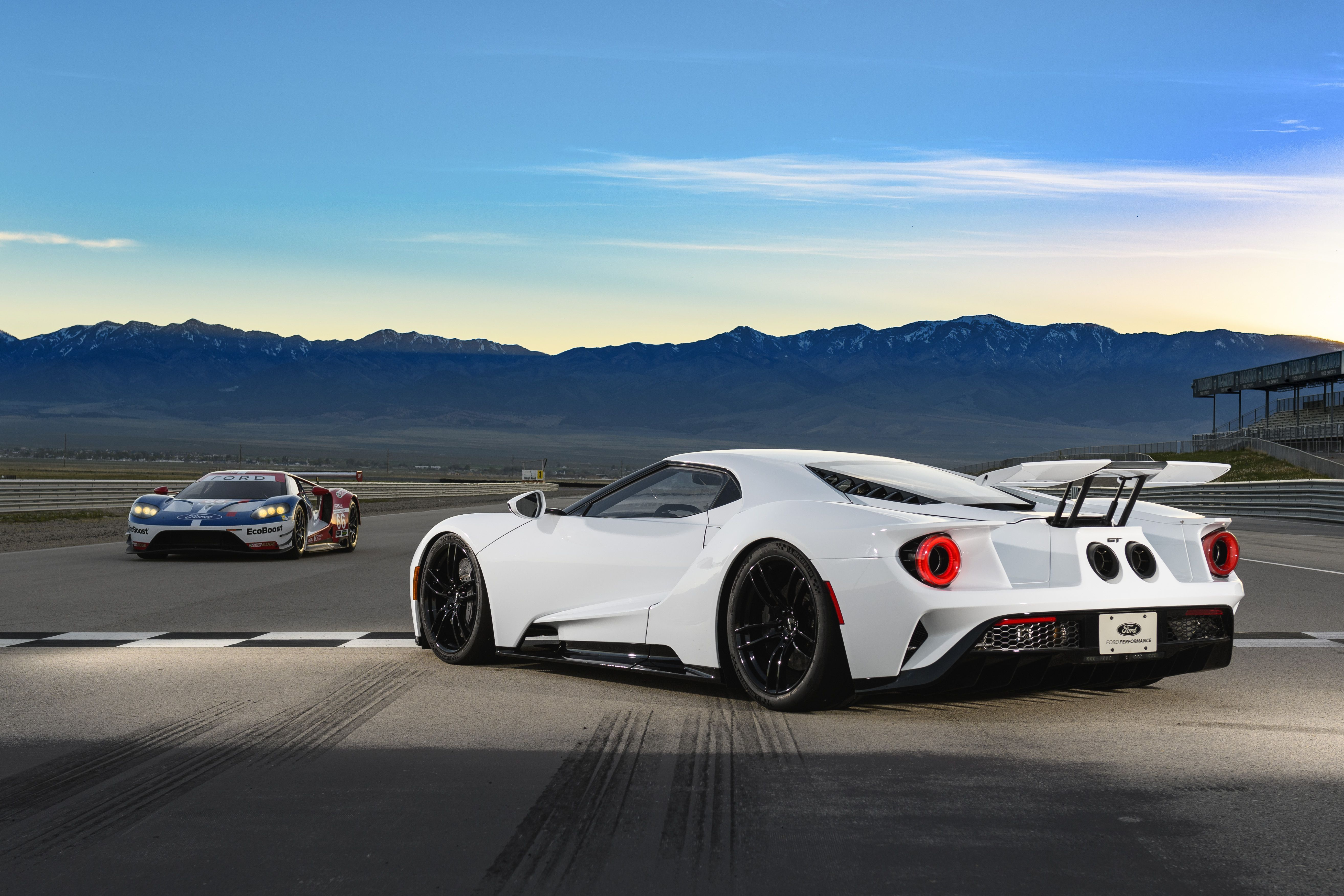 The 2017 Ford Gt Makes Most Supercars Look Soft Ford Gt Ford Gt 2017 Car Ford