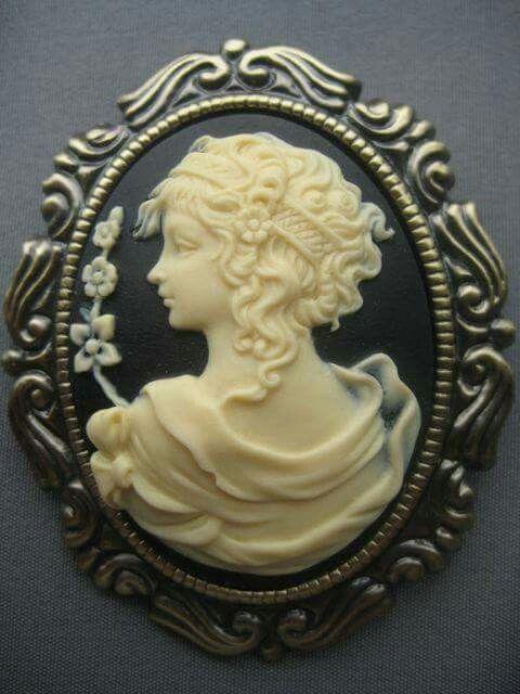 Victorian Cameo Brooch/Necklace