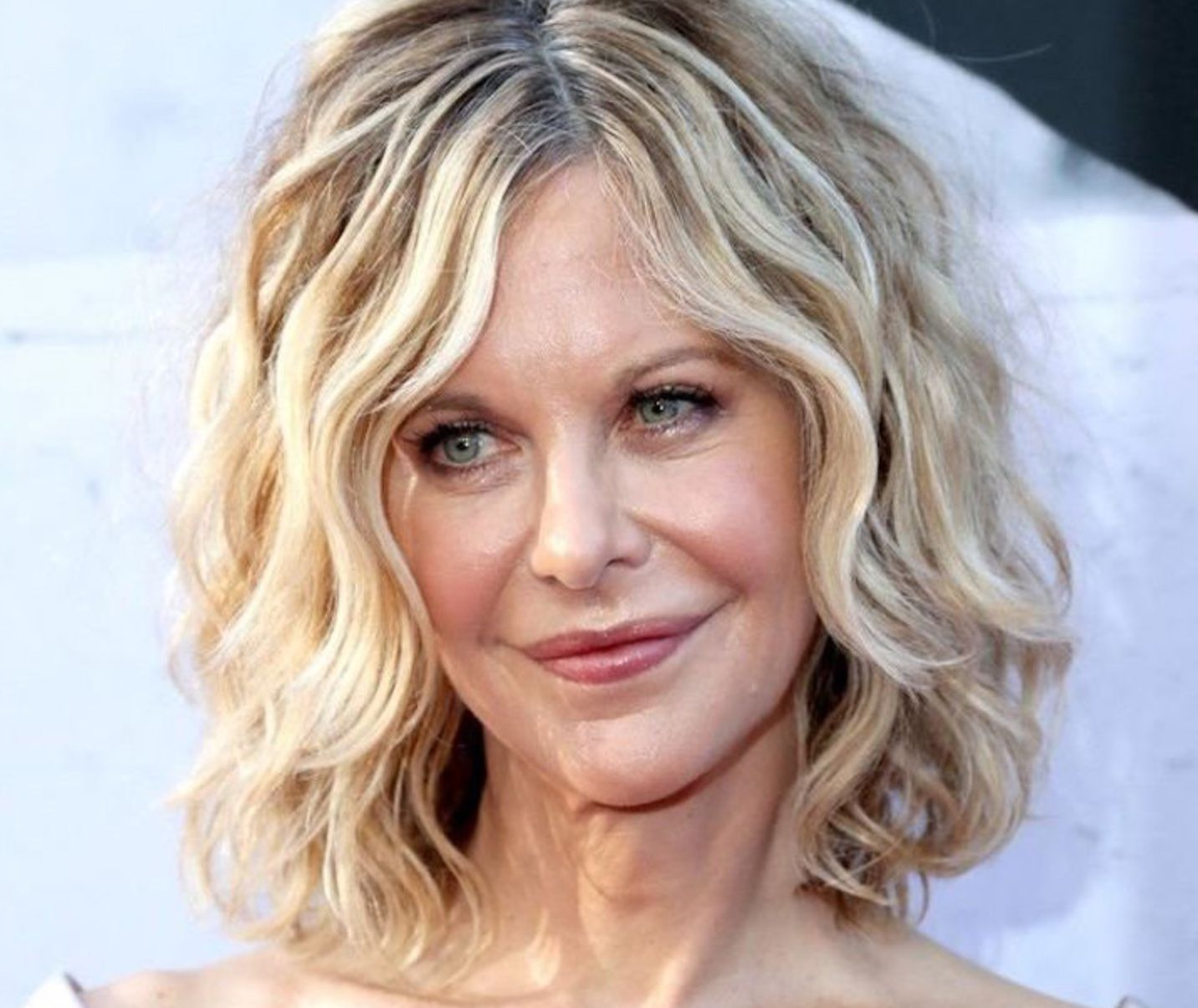 Cheat your age without spending much money on plastic surgery, check out  these 10 chic, young hairstyle looks which help you pick the best look.