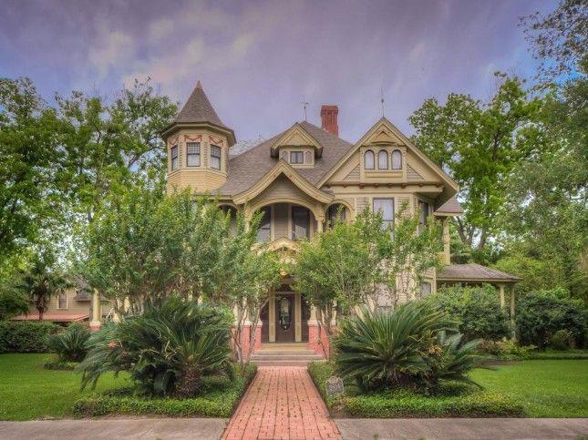 1909 Queen Anne – Bay City, Texas – $325,000