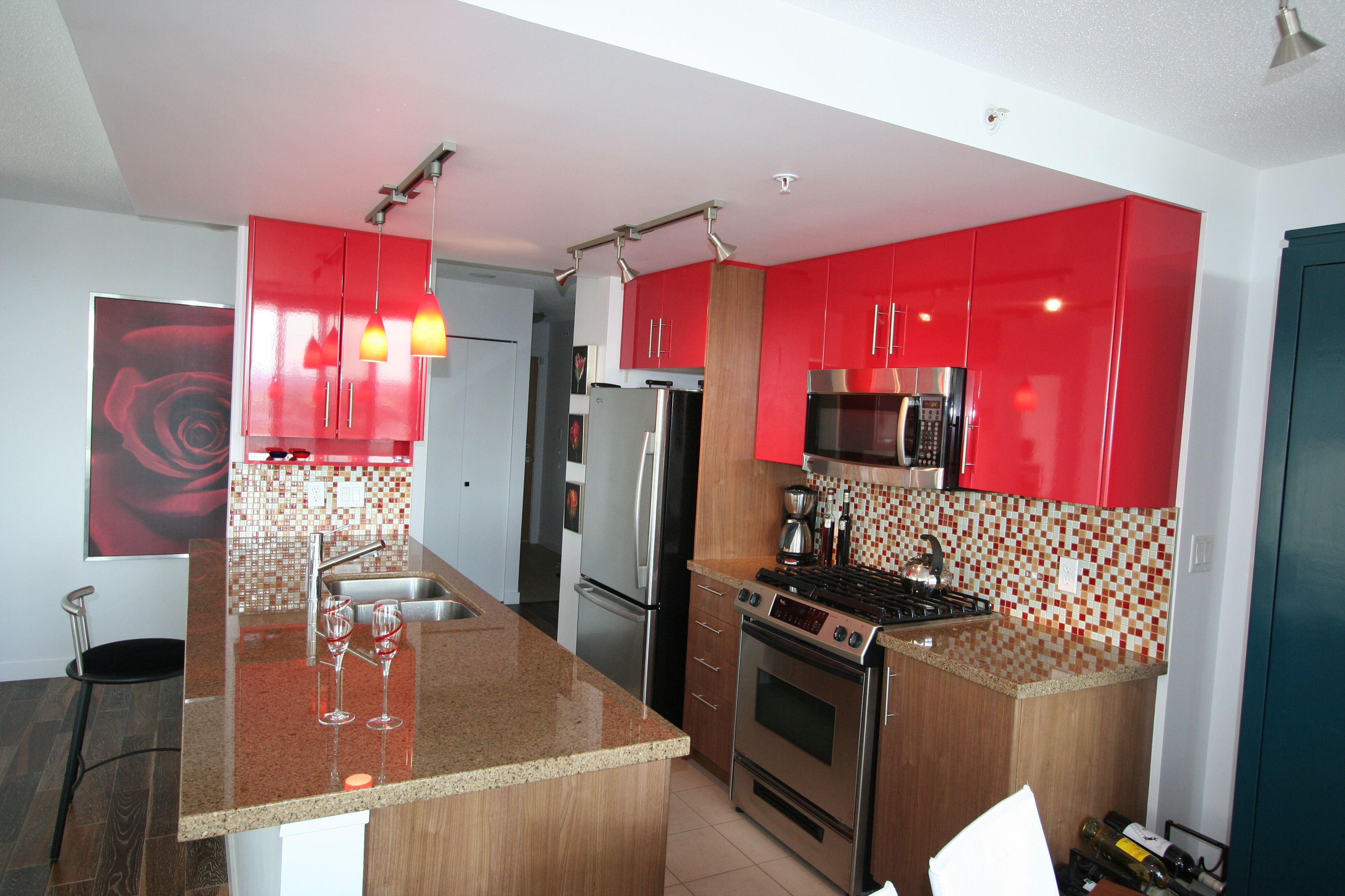 Best Funky Contemporary Two Tone Kitchen Cabinets Base 640 x 480