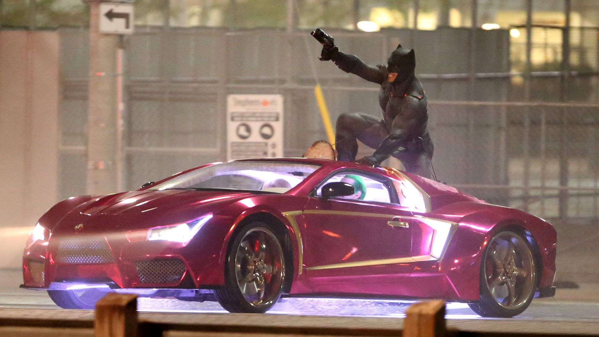 39 suicide squad 39 says goodbye to toronto with epic batman vs joker set video batman news. Black Bedroom Furniture Sets. Home Design Ideas