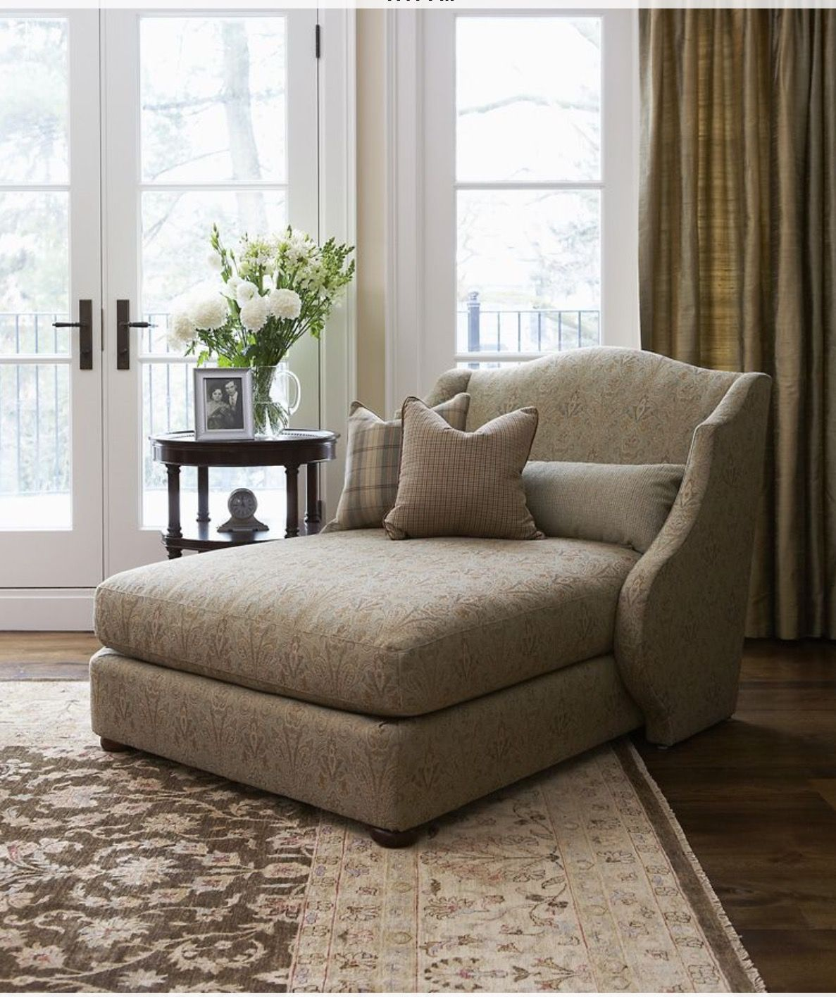 So Elegant Love A Sitting Area In A Master Bedroom By: Pin By Carolyn Pool On My New House Possibilities