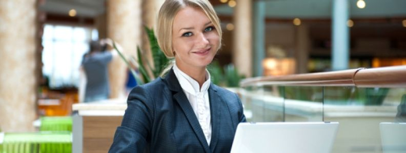Must Read Tips for Bar and Restaurant Management bar managing - bar manager
