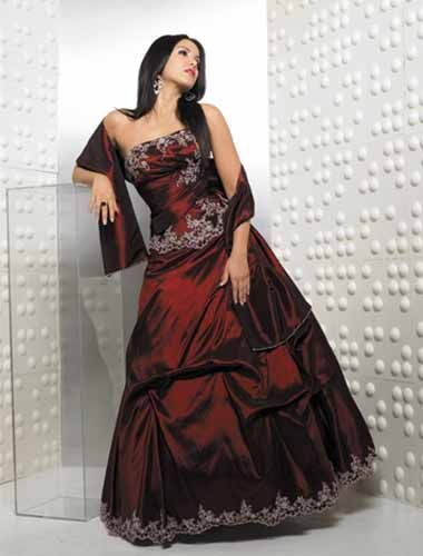Ball Gown  Strapless Floor-Length Prom Dress With Ruffle/Applique