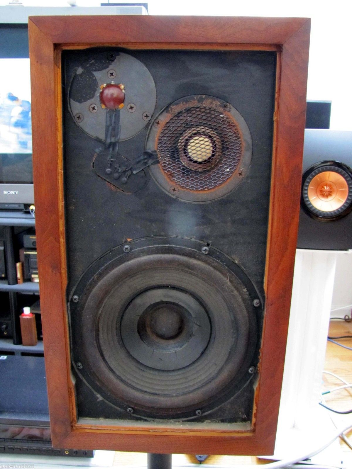 AR3 Pair Of Well Preserved Vintage Acoustic Research AR 3 Speakers