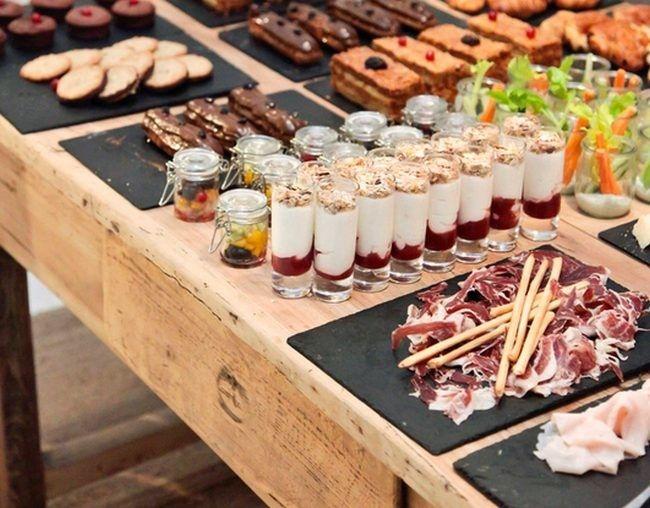 Una mesa buffet para reunirse y disfrutar del verano bocaditos pinterest buffet catering for Casa jardin buffet
