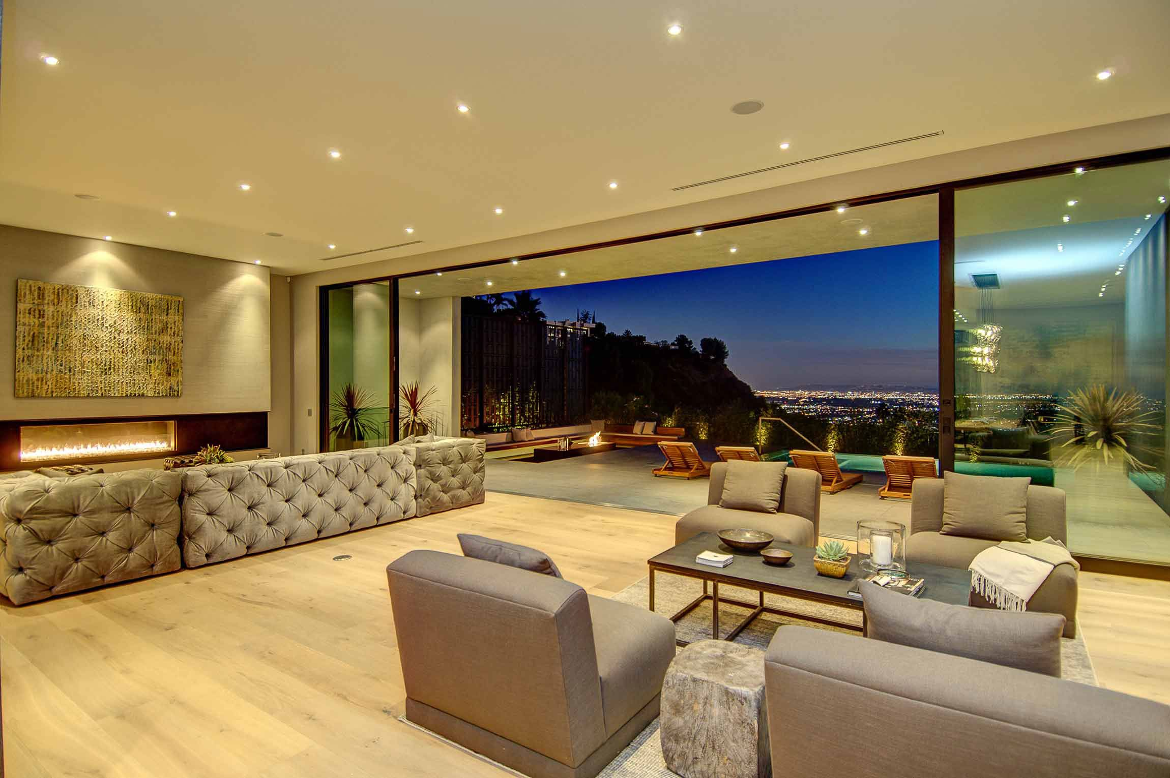 Private House With A Stylish Interior In L A And A Breathtaking View Over The City