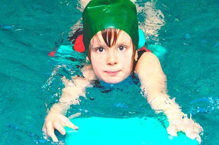 Nataci n es el deporte que ejercita la mayor cantidad de - Swimming pool in spanish language ...