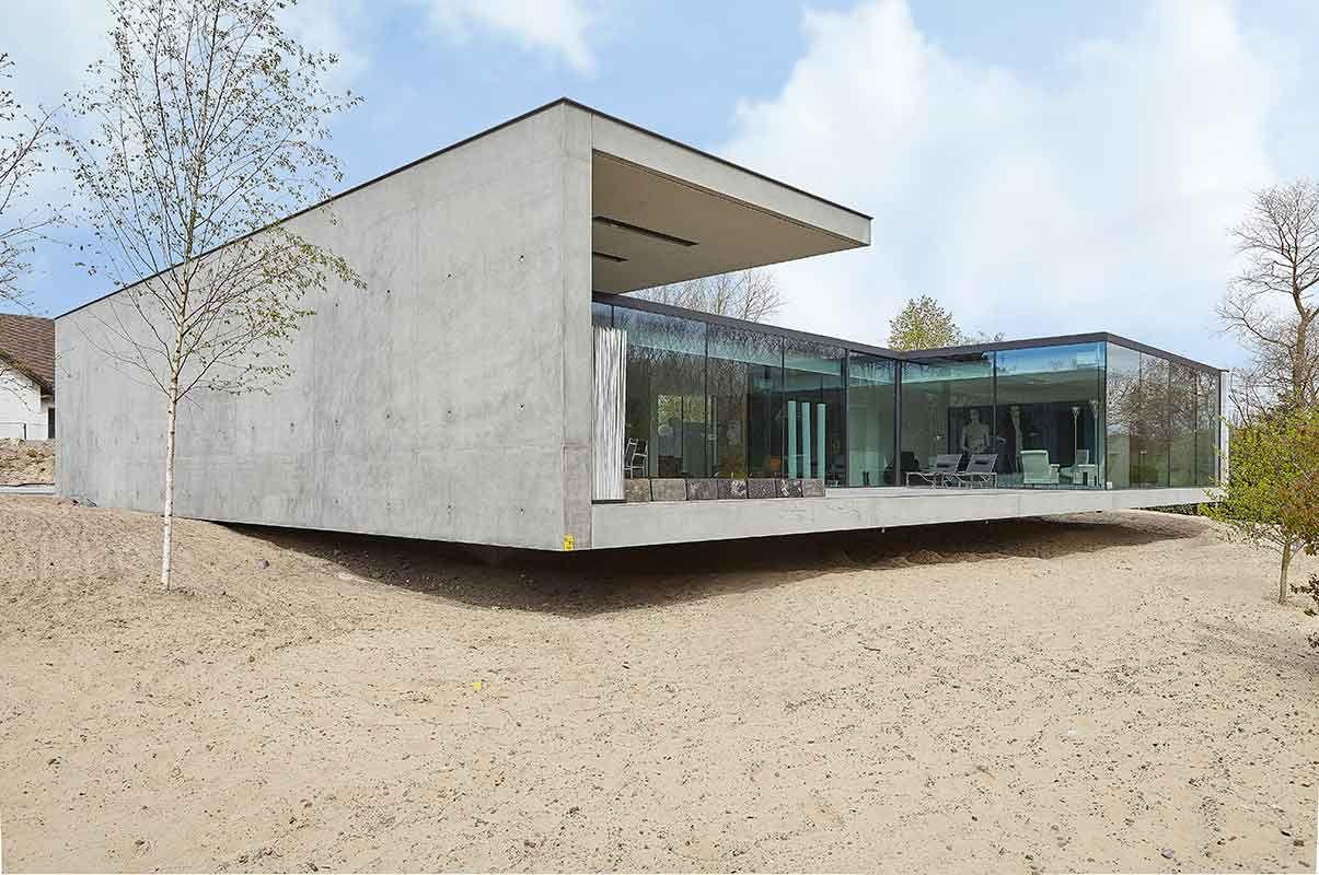Zwevende villa op een duin in De Panne (België) - Architectenburo Govaerts & Vanhoutte.