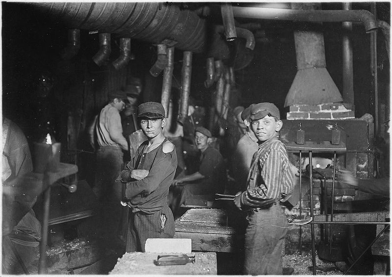 Indiana Glass Works. Midnight Shift, Aug 1908, LOOK WHO'S BUILDING THESE BOTTLES,  YOUNGSTERS.