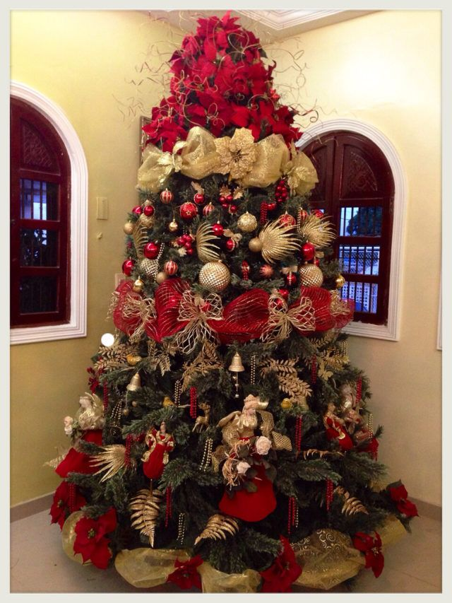 Arboles de navidad rojo y dorado christmas holidays for Adornos para arbol de navidad 2016