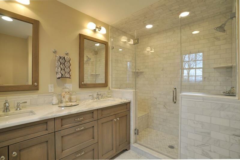 Have You Long Had A Master Bathroom That Features A Tub And Shower Combination No Doubt Bathroom Vanity Designs Small Master Bathroom Ensuite Bathroom Designs